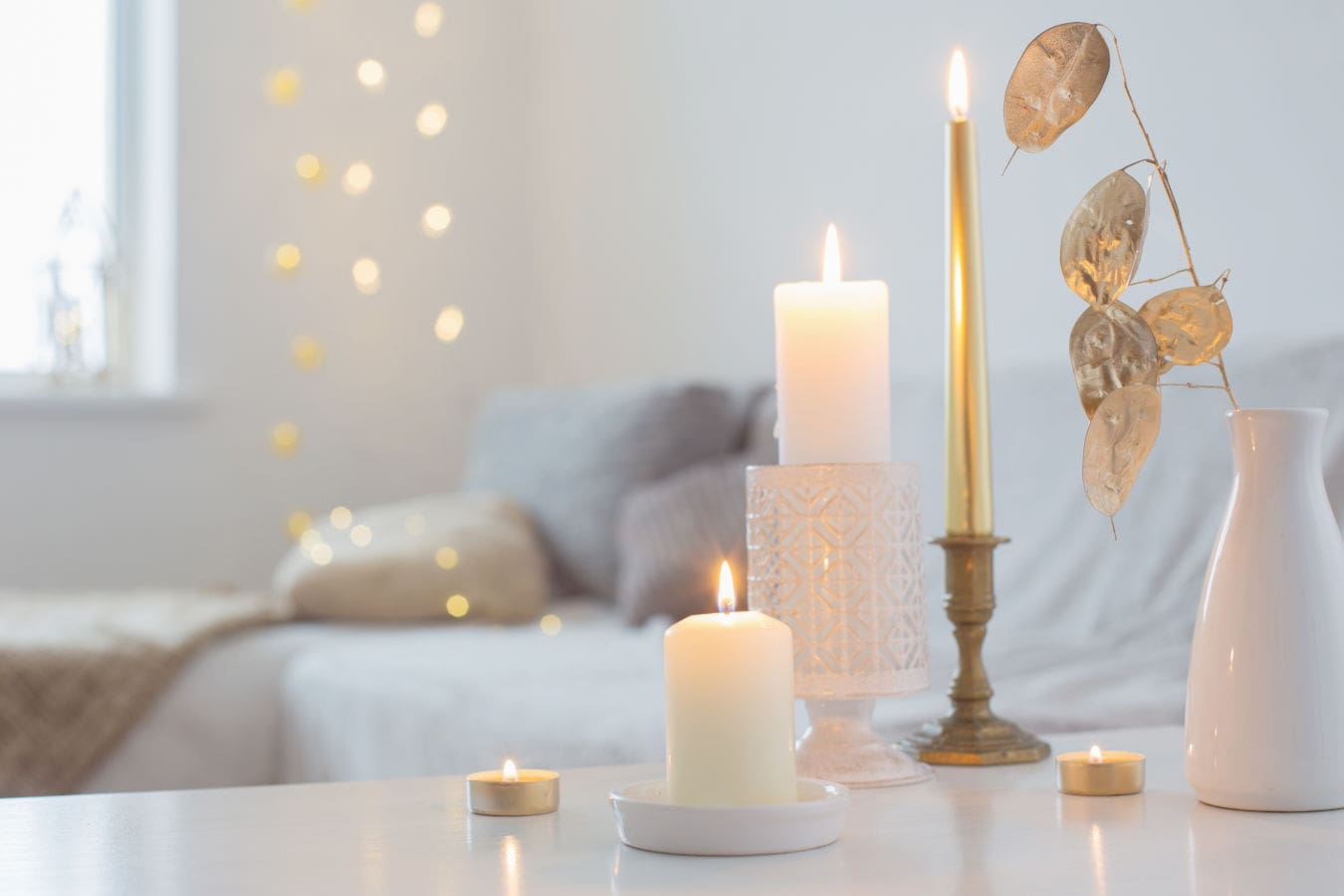 modern-beautiful-candlelight-candles-candlestick-christmas-comfort-comfortable-decoration-design-details-elegant-evening-festive-fire-flame-flowers-golden-home-indoors-leisure-life-lifestyles-